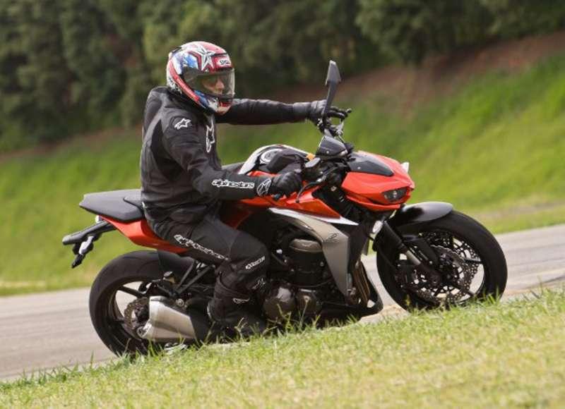 Nova-Kawasaki-Z1000-com-o-conceito-Sugomi-impresses-coincidentes-valorizam-o-produto1.jpg